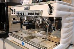 在Gastrofood -食物的承办宴席的商品交易会和饮料的咖啡机器在克拉科夫 波兰 免版税库存图片