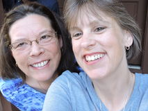 在Gatlinburg山的乐趣,妇女微笑的笑 库存照片