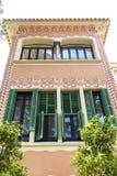 在Gaudi议院博物馆,巴塞罗那,西班牙的装饰门面 库存图片