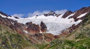 在Gavia通行证的冰川,意大利 图库摄影
