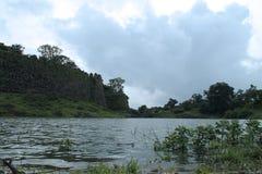 在Gawilghur堡垒附近的湖 库存图片