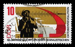 在GDR打印的邮票显示俄国十月革命的第50周年 免版税库存图片