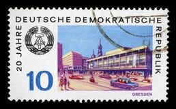 在GDR打印的邮票显示德累斯顿看法  库存图片