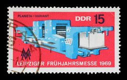 在GDR打印的邮票显示莱比锡市场 免版税库存照片