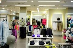 在Gediminas街道的商店内部在维尔纽斯市 库存照片