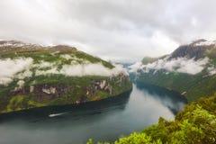 在Geiranger海湾,挪威的雨 免版税库存照片