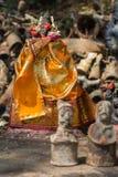 在gendered木偶中的着长袍的Ayyanar雕象 库存照片