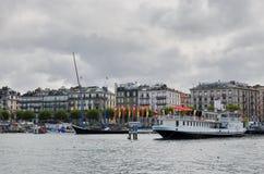 在Geneva湖的小船在市中心 库存照片