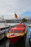 在Geneva湖的小船驻地在市中心 库存图片