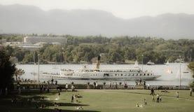 在Geneva湖的蒸汽小船 库存照片