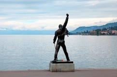 在Geneva湖,蒙特勒, S江边的弗雷迪・默丘里雕象  免版税图库摄影