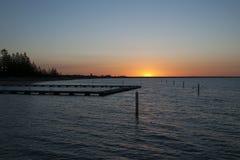 在Geographe海湾的日落与海洋在前景沐浴 免版税库存照片