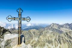 在Gerlach峰顶的十字架 免版税库存照片