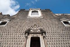 在Gesà ¹ Nuovo,切萨del GesA ¹ Nuovo,那不勒斯意大利教会的前面门面的异常的石制品  库存图片