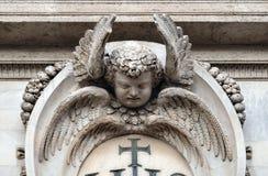 在Gesu的教会的门面的天使在罗马 图库摄影