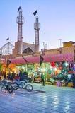 在Ghadamgah义卖市场,克尔曼,伊朗后的尖塔 免版税库存照片