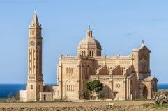 在Gharb附近的Ta Pinu教会在Gozo,马耳他 免版税库存图片