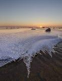 在Ghudskoy湖的冬天日落 库存图片