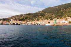 在Giglio海岛上的老港口 免版税库存图片
