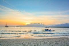 在Gili空气海岛-巴厘岛,印度尼西亚上的日出 免版税库存照片