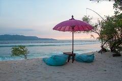 在Gili Meno的美丽的海滩在日落的印度尼西亚 免版税库存图片