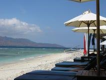在Gili Trawangan海滩,印度尼西亚的Sunbeads 免版税图库摄影