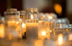 在glas瓶子的蜡烛 免版税库存图片