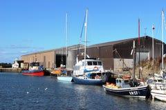 在Glasson船坞,兰开夏郡的各种各样的小船 免版税库存照片