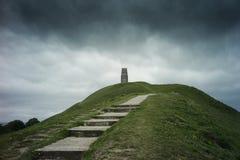 在Glastonbury突岩的圣迈克尔的塔 图库摄影