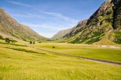 在Glencoe -苏格兰,英国附近的偏僻的路 免版税库存照片