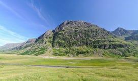 在Glencoe -苏格兰,英国附近的偏僻的路 库存照片
