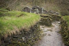 在Glendalough,威克洛郡,爱尔兰的古老凯尔特人废墟 库存图片