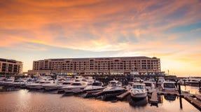在Glenelg,城市的小船坚持海湾,南澳大利亚 图库摄影