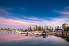 在Glenelg,城市的小船坚持海湾,南澳大利亚 库存图片