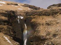 在Gluggafoss前空隙的一条彩虹  免版税库存图片