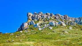 在Gnejna马耳他附近的岩石露出 库存照片
