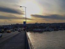 在Goldemhorn和Unkapani桥梁的日落 免版税库存照片
