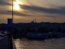 在Goldenhorn的日落运输伊斯坦布尔 免版税库存图片