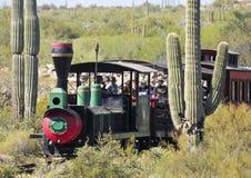 在Goldfield鬼城,亚利桑那的火车乘驾 免版税库存照片