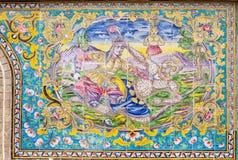 在Golestan墙壁上的美丽的老装饰的绘的马赛克  免版税库存照片