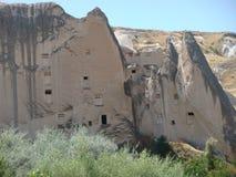 在Goreme自然公园的奇怪的形式岩石的里面鸽子房子在Capadoccia在Turke 库存图片