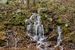 在Goshen通行证的山瀑布 免版税库存照片