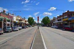 在Goulburn,新南威尔斯,澳大利亚的赤褐色街道 免版税库存照片
