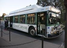在Gr的大峡谷亚利桑那美国11月1日红色路线访客公共汽车 免版税库存图片