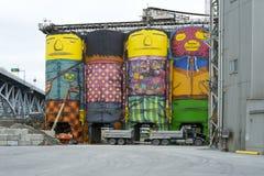在Grandville海岛的被绘的水泥筒仓 库存图片