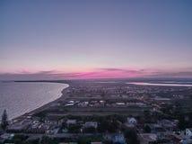 在Granelli海滩海边地方的鸟瞰图日落的 图库摄影