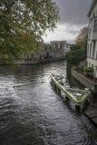 在Groenerei运河布鲁日的运河连接点 库存照片