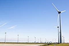 在Groninger工业风景的风车,荷兰 免版税库存照片