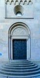 在Grossmunster (伟大的大教堂)教会的门,苏黎世, 库存照片