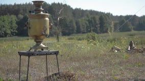 在grpound的老俄国俄国式茶炊逗留 有选择性的fokus 影视素材